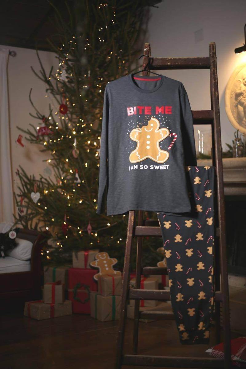 Siva pidžama sa natpisom Bite me i kolačićem